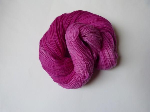 Sockenwolle handgefärbt 100g, Ton-in-Ton Fliederblüte