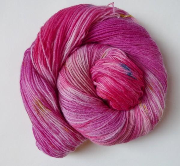 Sockenwolle handgefärbt 100g, Purpur Magnolia