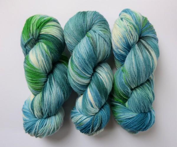 Hightwist Sockenwolle handgefärbt 100g, Sommer am See