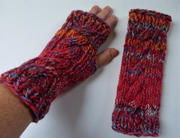 Pulswärmer Sulka rot aus Sockenwolle mit Daumenloch