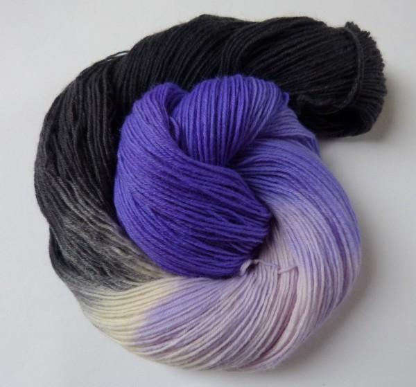 Sockenwolle handgefärbt 100g, Duo flieder