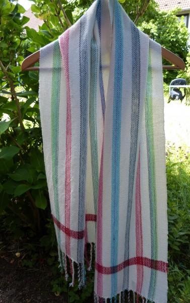 Handgewebter, weicher Schal aus einem Baumwoll-Schurwoll-Mix