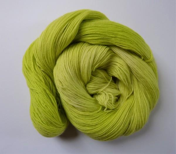Sockenwolle handgefärbt 100g, Ton-in-Ton gelbgrün
