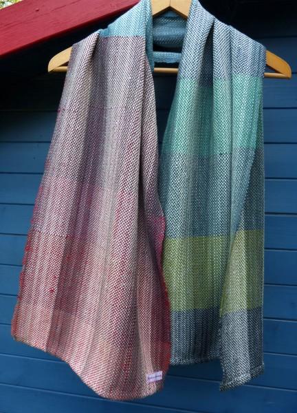 Handgewebter edler Schal mit leichtem Glanz