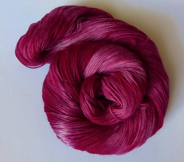 Sockenwolle handgefärbt 100g, Rote Traube