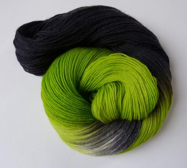 Sockenwolle handgefärbt 100g, Duo grasgrün