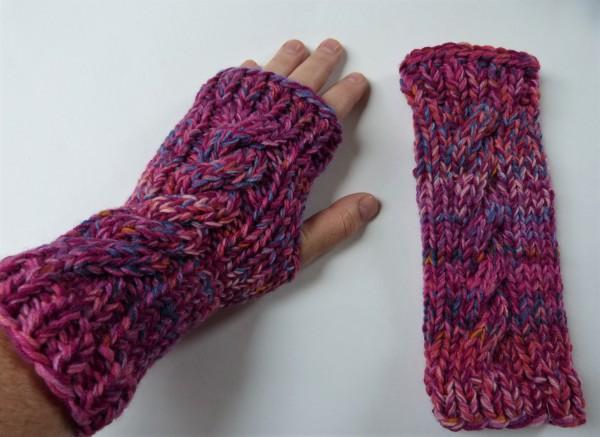 Pulswärmer Sulka pink aus Sockenwolle mit Daumenloch